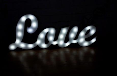 אותיות מוארות LOVE תאורת LED וינטג'   גובה 50 ס