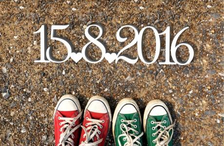 תאריך דקורטיבי עם תאריך האירוע ובין הספרות לבבות