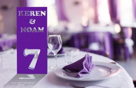 מספרי שולחן מעוצבים עם שמות בני זוג  ומספר שולחן חרוט
