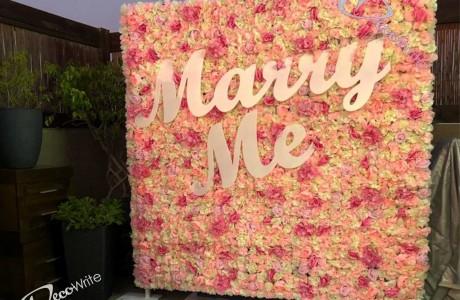 MARRY ME לתלייה על קיר פרחים במגוון פונטים